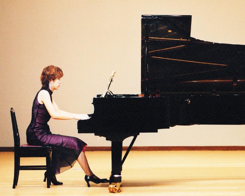 すわまいこ ピアノ演奏風景